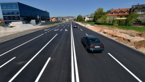 New road being laid between the airport and the center of Sarajevo